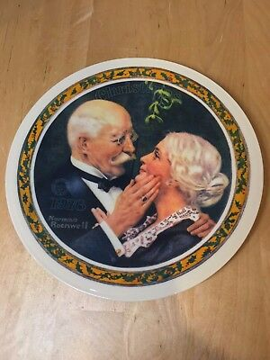 Knowles Norman Rockwell Golden Christmas 1976 Collector Plate