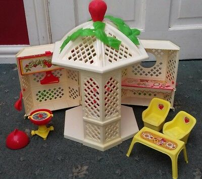 Strawberry Shortcake Garden House complete boxed Vintage