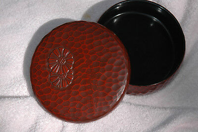 Japanese Kamakura -bori lacquer sweet box with Mums