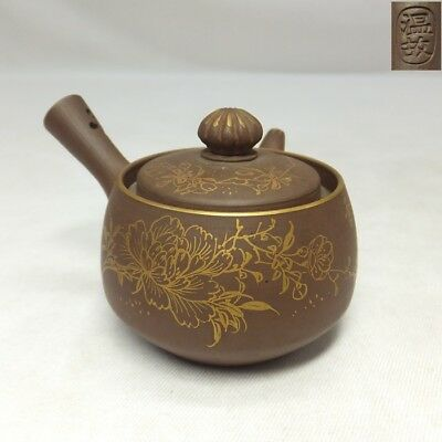 H634: Japanese ONKO pottery GYOKURO teapot with great gold painting