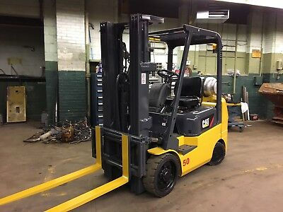 Caterpillar 5000 Pound Forklift With Side Shift And Triple Mast