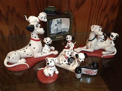 Disney Collector Society - Classics Figurines - 101 Dalmatians.