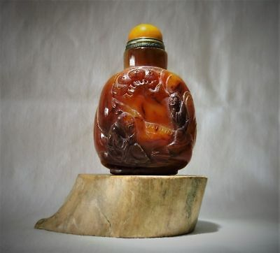 Old Agate Snuff Bottle with Two Scholars