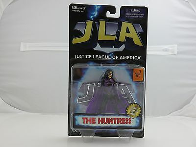 Justice League Of American THE HUNTRESS w/Display Stand NEW 1998 JLA Kenner