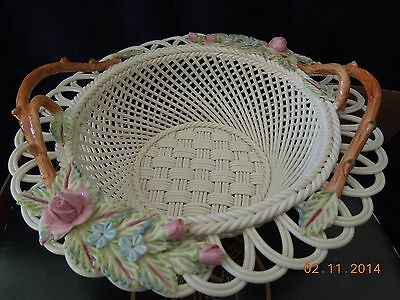 Belleek 2002 Annual Basket/ White with Blue and Pink Flowers