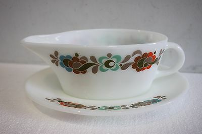 jaj Pyrex Gravy boat and stand. {Carnaby pattern}