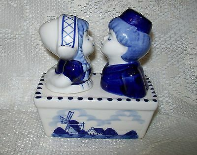 VINTAGE 3pc DELFTS BLUE KISSING DUTCH BOY & GIRL SALT/PEPPER SHAKERS