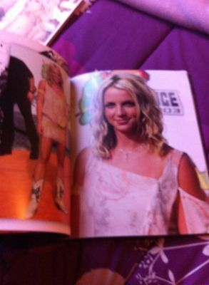 Britney Spears tour - merchandise photo book amazing photos show promotion