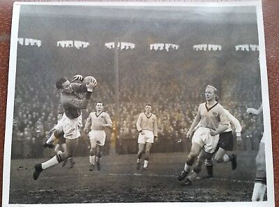 Fulham v Hull City at Craven Cottage FA Cup 3rd Round 1960:Johnny Haynes, Bly
