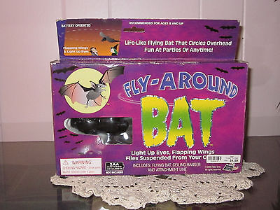 Fly-Around BAT (Lights Up Eyes & Flapping Wings)