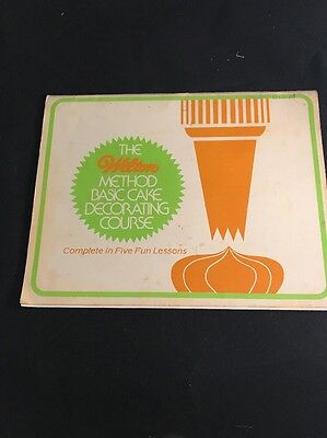 The Wilton Method Basic Cake Decorating Course - Five Fun Lessons Book 1982