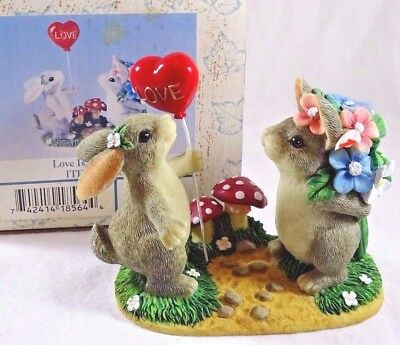 Charming Tails Figurine Love is in the Air