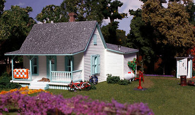 Woodland Scenics PF5186 Country Cottage Building Kit + Farm people HO Scale