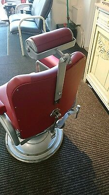 LA. REINE 1950s barbers chair