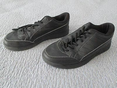 Bsi Boys Basic Black Youth Bowling Shoes, Size 4.  Preowned.
