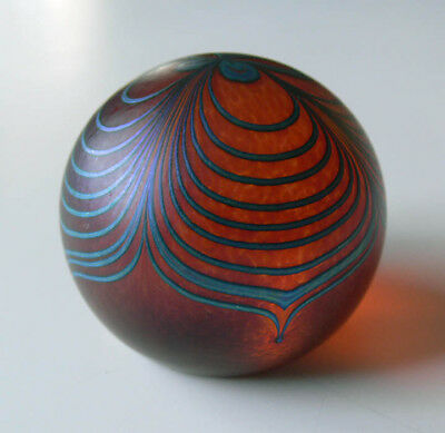 ROBERT HELD blown glass PULLED FEATHER round PAPERWEIGHT signed XLNT no reserve!