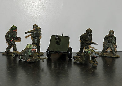 Lone Star Paratroopers toy soldiers x 6 and field gun
