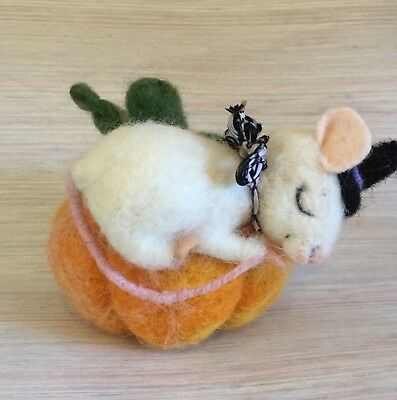 Needle Felted Mouse Halloween  Sleeping Pumpkin Witch Hat Wool New