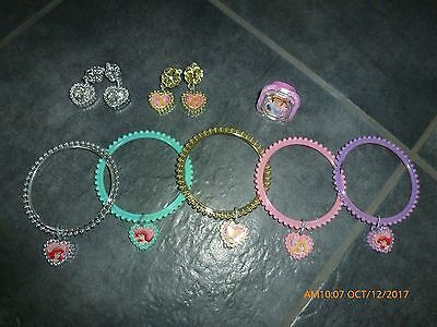 Girls dress up lot of Princess jewelry 5 bracelets, 1 ring & 2 pairs of earrings