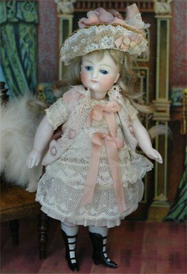 "Dress, Bonnet and Drawers for 6.5"" Mignonette"
