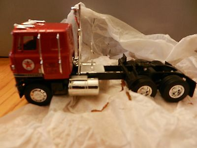 CORGI 1:50, US51402 Texaco Tractor / Lowboy trailer and Submarine