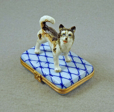 New French Limoges Trinket Box Cute Alaskan Malamute Husky Dog Puppy On Blue Rug