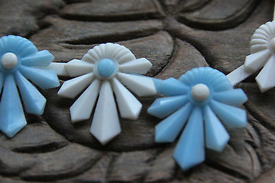 Vintage Early1960's Pop Art  Pop-It Plastic Baby Blue &white Flower Necklace