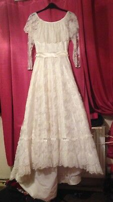 Wedding dress by 'wedding belle' size 10-12.Perfect for Halloween or big day!