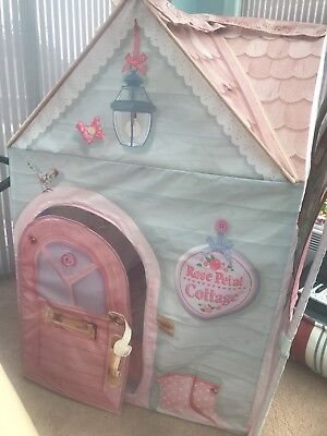 Rose petal cottage. Include sink, cooker and washing machine.