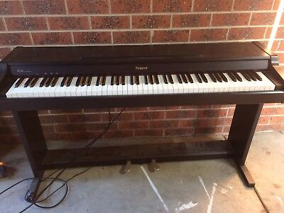 Roland Electric Digital Piano Keyboard HP 136