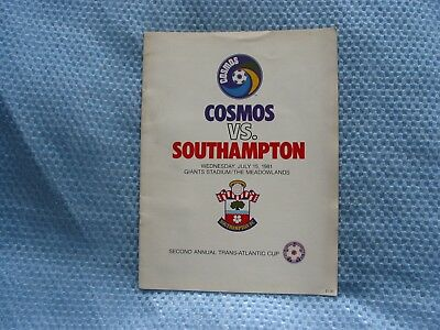 COSMOS v SOUTHAMPTON 1981 FRIENDLY FOOTBALL PROGRAMME @ GIANTS STADIUM
