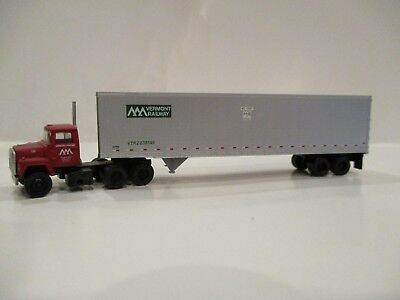 Atlas N Scale Ford Tractor & 45' Pines Trailer - Vermont Railway - New & Rare!