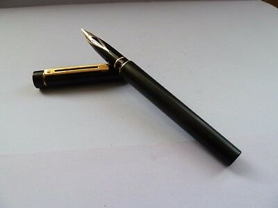 Sheaffer Targa USA Black 14 K Gold Nib Superb