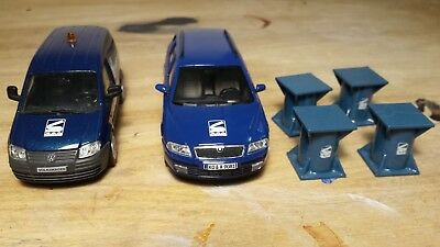 Sarens 1:50 vw transporter and car + 4  heavy pedestal.