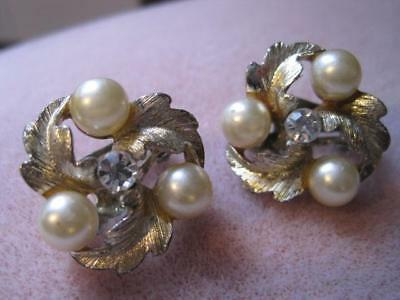 Vtg LISNER 3 Faux Pearls Clear Rhine Gold Tone LEAVES Clip On Earrings Beautiful