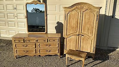Davis Cabinet Co Dresser And Armoire Set