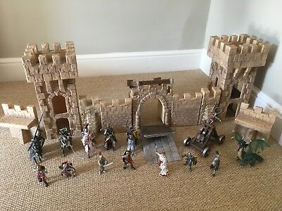 Schleich Castle and various knights on horse back