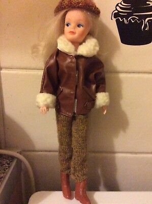 Vintage Sindy doll ( Smirky Sindy) from 1986 Good played with condition