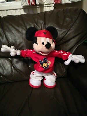 Master Moves Mickey Mouse M3 break dancing