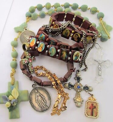 Lot vintage religious jewellery (rosary beads, crosses, medals, bracelets+