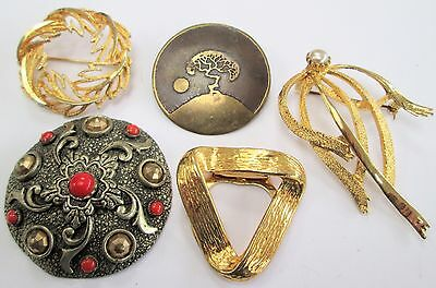 Four large vintage brooches + scarf clip (gold metal, pearl, faux coral)
