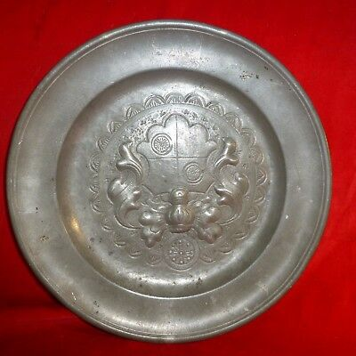 "EARLY 19th CENTURY Antique QUALITY Pewter 9 1/4"" PLATE WITH FAMILY CREST - EXC"