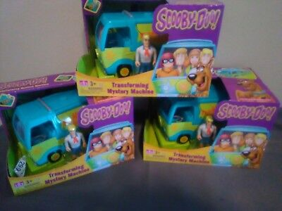 Cartoon Network Scooby-Doo Transforming Mystery Machine and Collectible Figure P
