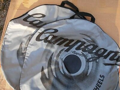Campagnolo wheel bag sold singularly.