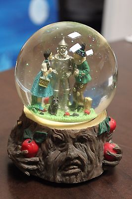 """1997 The Wizard of OZ Collection OZG-7 """"Apple Tree musical waterglobe"""""""