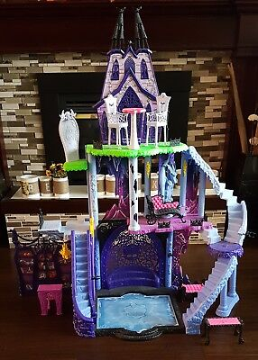 Monster High Freaky Fusion Catacombs Castle Playset Pre Owned