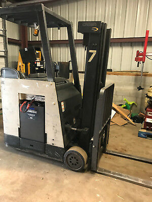 Crown RC3020-30 Counter Balanced Forklift With Sideshift ONLY 16200 HRS