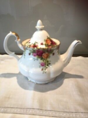 "Royal Albert ""Öld Country Roses"" 6 cup Tea Pot"