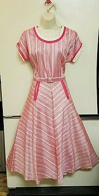 Womens VINTAGE 1950's? Pink & White Crepe Chevron striped Dress Small EXC COND!!