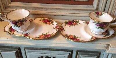 A Pair Of Royal Albert Old Country Roses Tennis Set England 1962